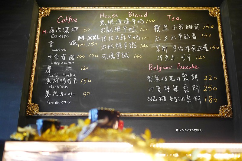 16018560379 810411458b c - LOVE PEACE CAFE │西屯區:超華麗工業風咖啡空間~黑白條紋店貓COOPER假日當家~還有老闆單人製作美麗拉花特調咖啡加精緻限量手作甜點