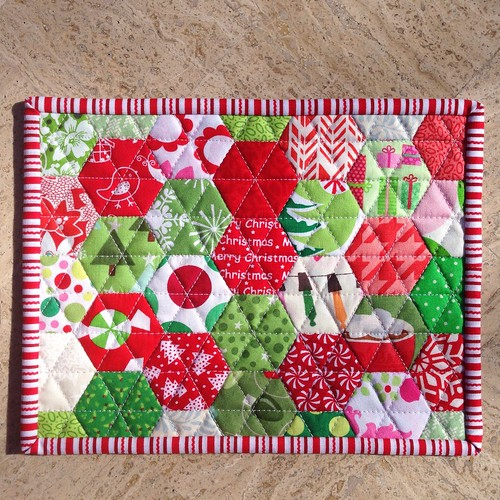 Christmas hexie mug rug/mini quilt