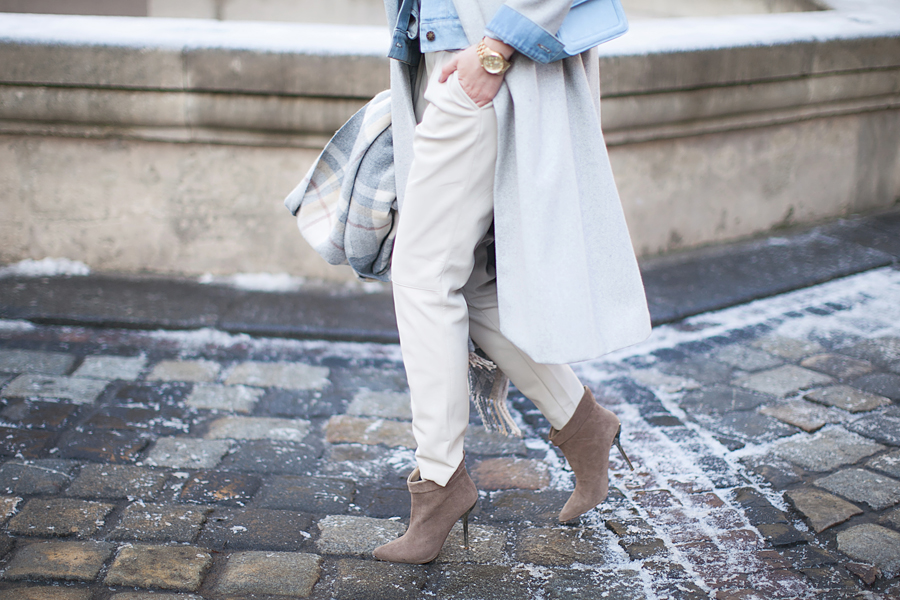 white-leather-pants-outfit-blogger-streetstyle