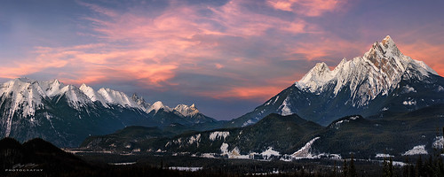 mountain canada sunrise nikon jasper peak panoramic alberta summit 70200 jaspernationalpark pyramidmountain nikond810