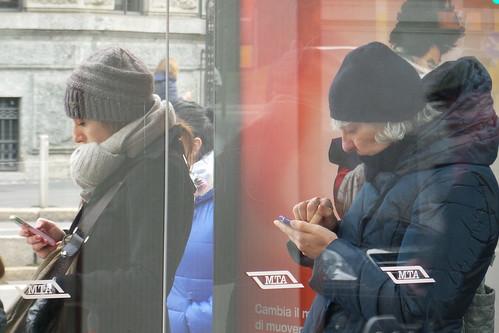 Due donne, in versione #smartphone