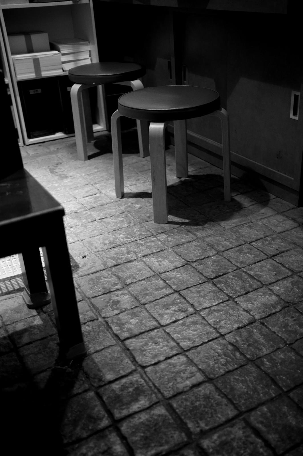 椅子のある光景