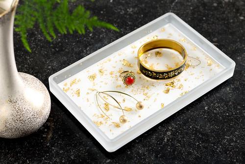 DIY Gold Flecked Tray | Full tutorial at www.vitaminihandmade.com