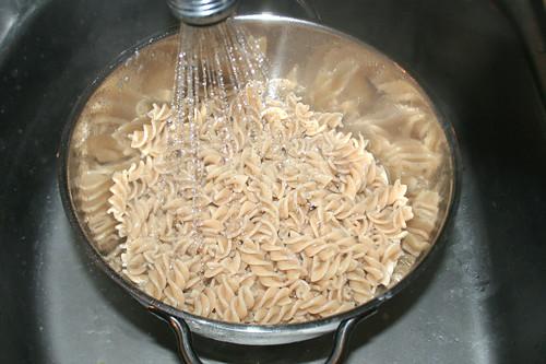 25 - Nudeln abtropfen lassen / Drain noodles