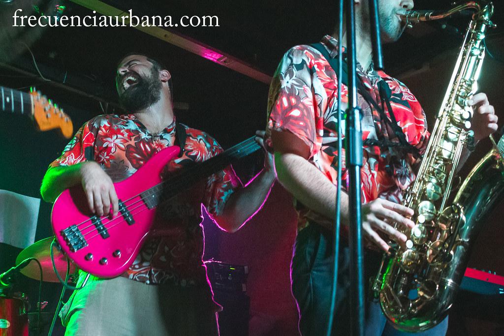 """Concierto de The Skartes presentando su último albúm """"Atrápalo"""" junto a Spin Te Kú y Skalone. Sala Gruta 77, Madrid. (14/11/2014).  La reseña del concierto aquí, <a href=""""http://wp.me/p2Ifpt-N0"""" rel=""""nofollow"""">wp.me/p2Ifpt-N0</a>"""