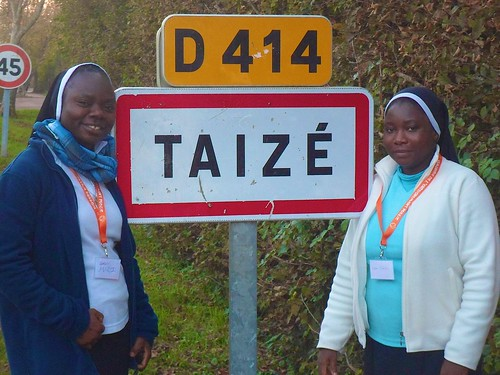 MaryJo Abba SSL (left) and Gladys Ekhareafo SSL (right) at Taïzé