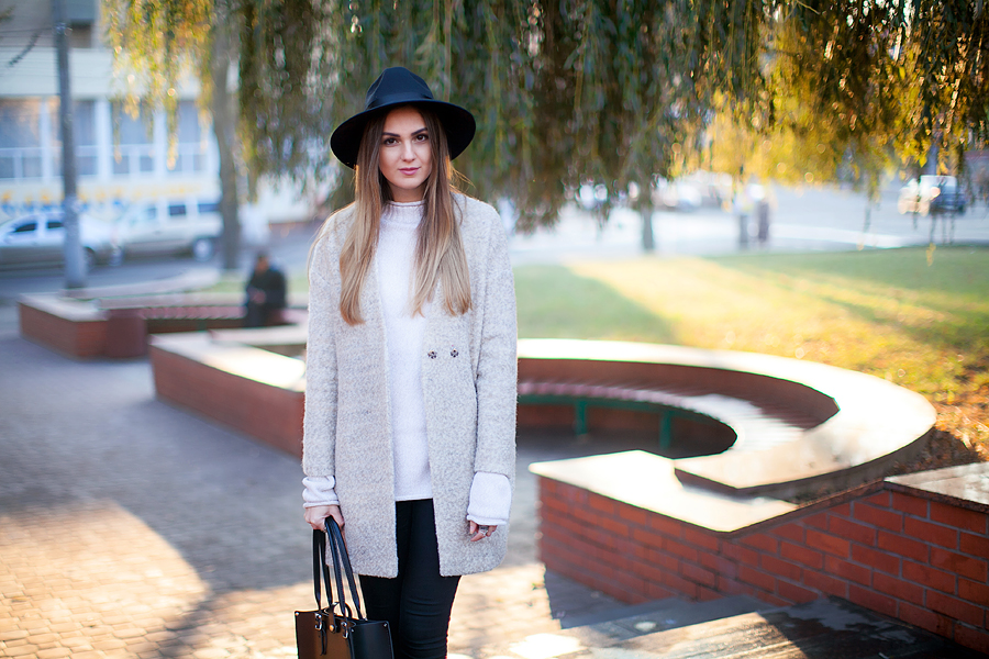 oversized-bpoyfriend-coat-fedora-hat-look-blogger-street-style