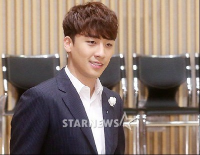 seungri_angel_eyes_press_conference_140403-400x309