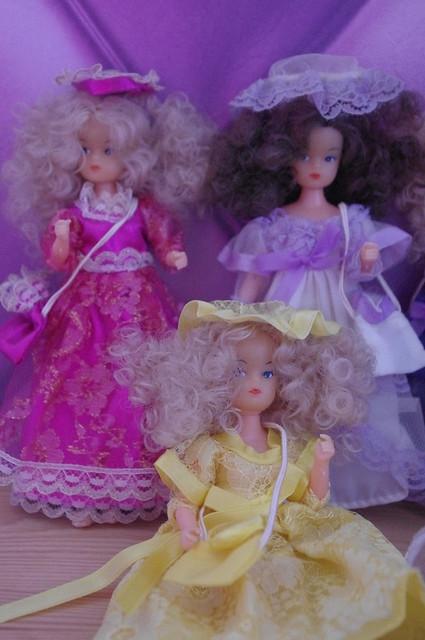 Mignonnes petites poupées... mais qui sont-elles ? 15343843334_889297e549_z