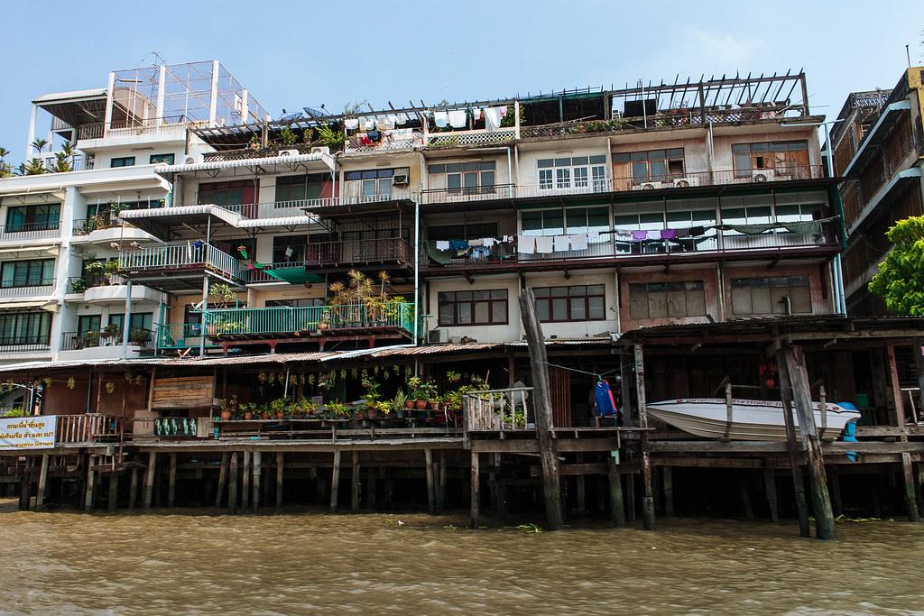 מבנים לאורך הנהר הצ'או פראיה בבנגקוק