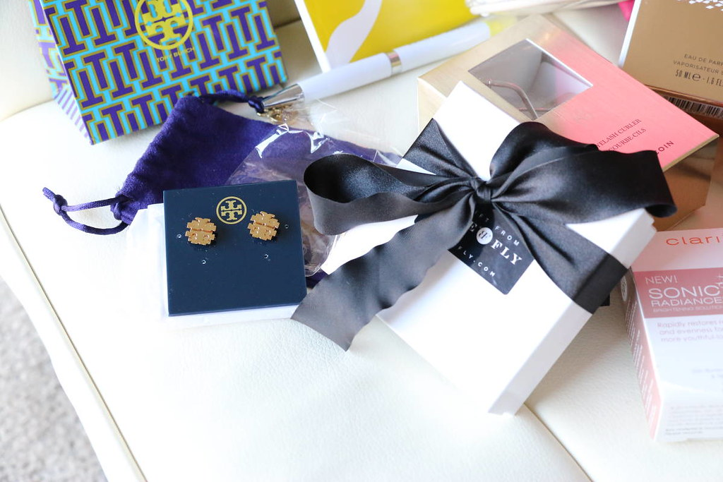 Styleanthropy-Holiday-2014-giveaway-tory-burch