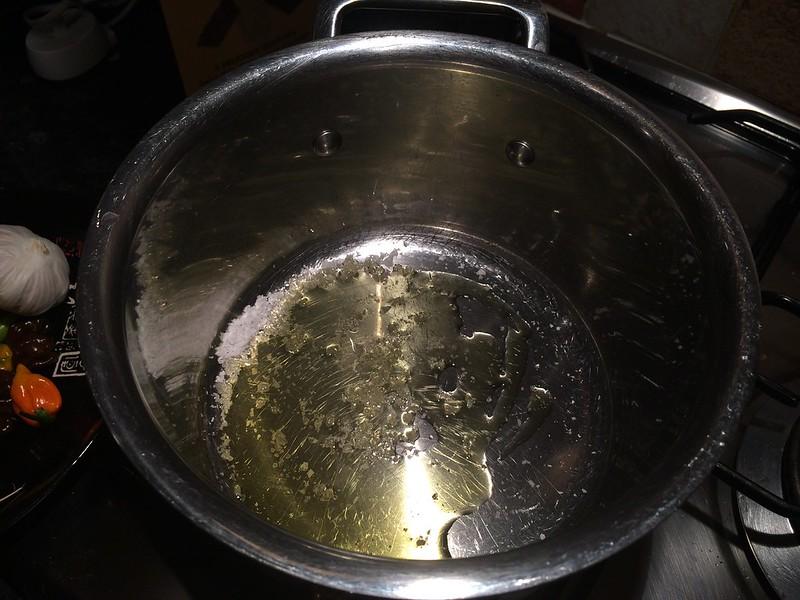 Spaghetti Bolognese : Add salt and oil to a saucepan