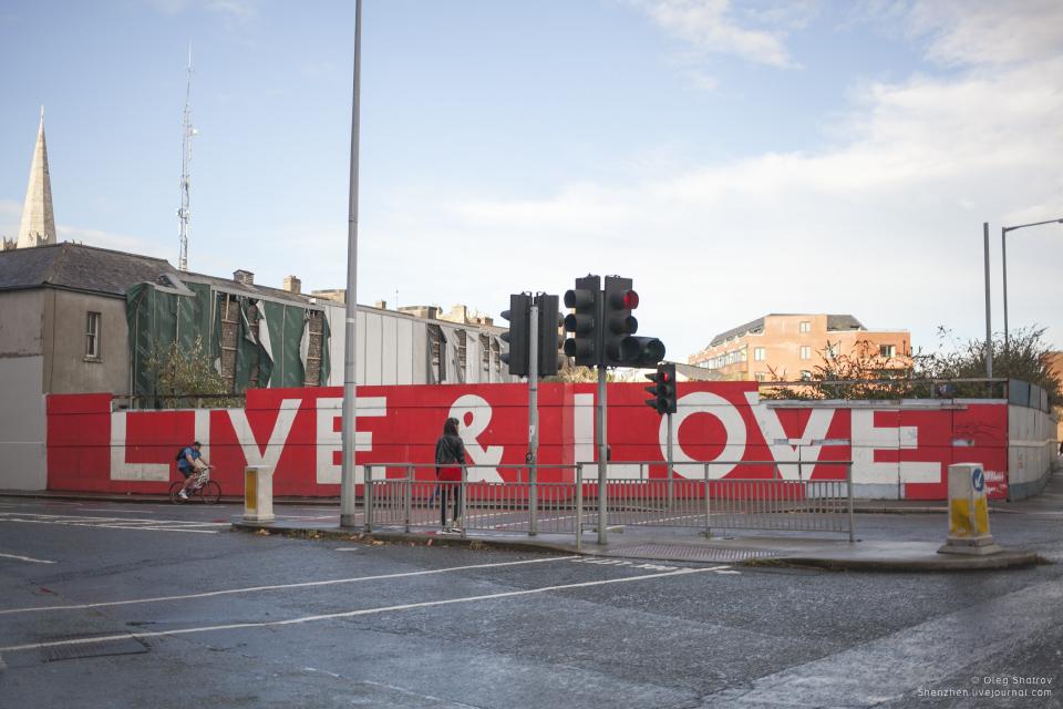 Live & Love streetart