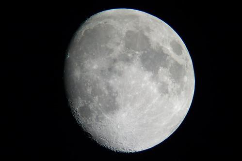 moon_7 自作の天体望遠鏡によって撮影した月の写真。
