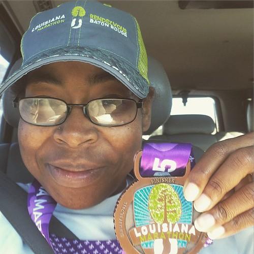 Headed back to Texas in my #headsweats hat and drinking my @nuunhydration! Gotta love the @thelamarathon. The medal is so cute! #nuunlove #teamnuun #headsweats #running #marathonmaniacs