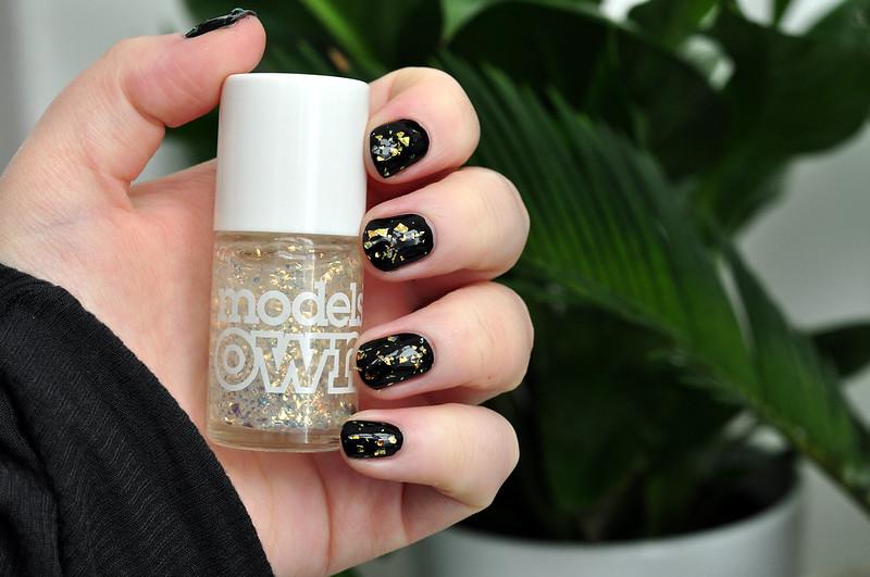 notd models own snowflakes nail polish rottenotter rotten otter blog