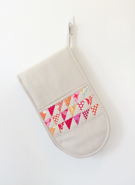 Oven mitt with HST patchwork.