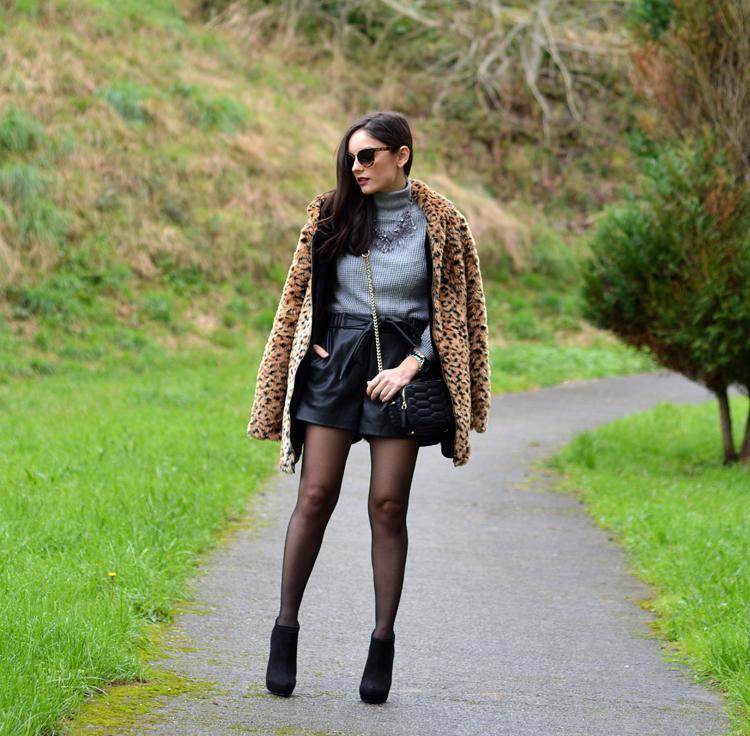 Zara_leopardo_abrigo_botines_stradivarius_bandolera_shorts_07
