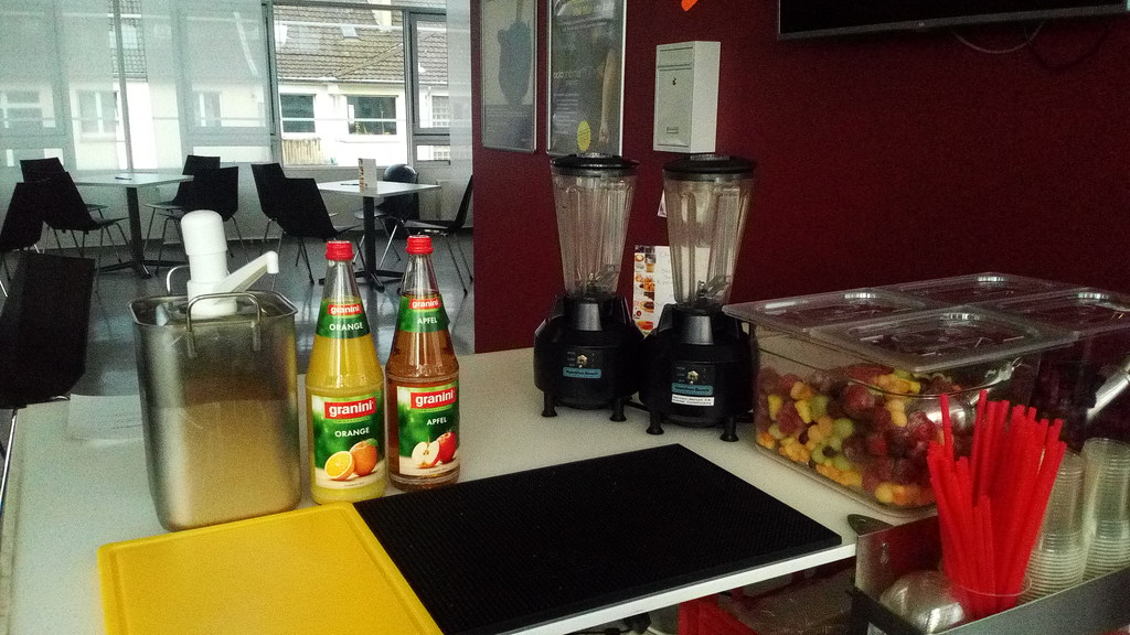 """#HummerCatering #mobile #Smoothiebar #Smoothie #Fruchtdrink #vitamine #Catering #Krefeld #http://hummer-catering.com • <a style=""""font-size:0.8em;"""" href=""""http://www.flickr.com/photos/69233503@N08/28029436273/"""" target=""""_blank"""">View on Flickr</a>"""