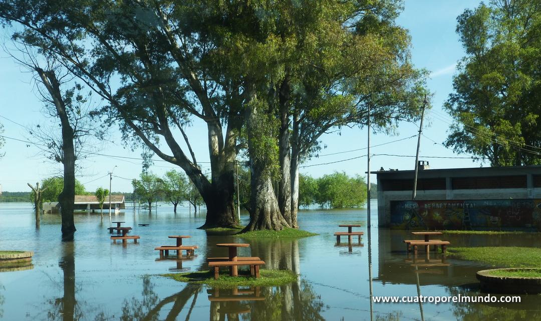 Zona de picnic inundada donde pensabamos acampar