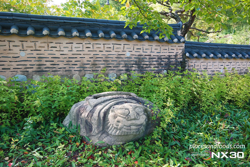 hee won garden autumn stone sculpture