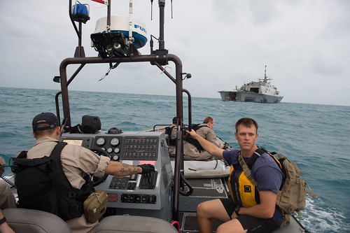 USS Fort Worth joins USS Sampson as second U.S. Navy ship assisting with AirAsia QZ8501 search efforts