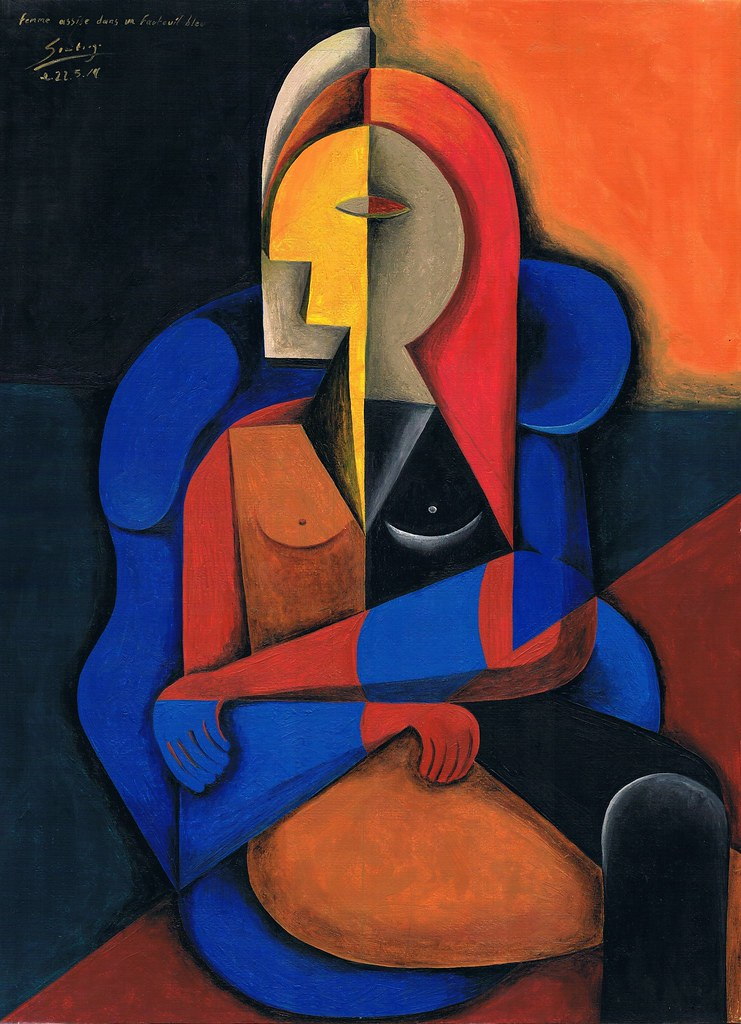 femme assise dans fauteuil bleu