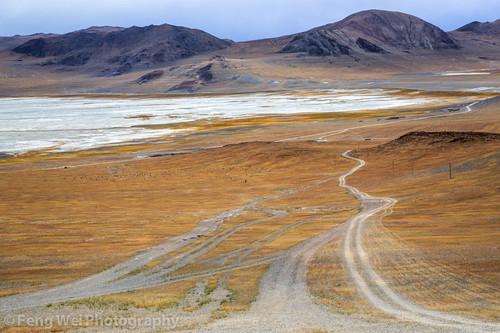 china road travel color beautiful horizontal landscape scenery asia view outdoor tibet silence vista desolate barren shigatse xigaze zhongba zabuye chabyer chabyertsaka lakezabuye pajiang