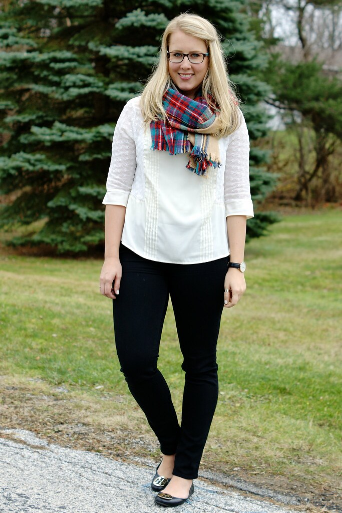 easy holiday outfit: white blouse with a plaid skirt
