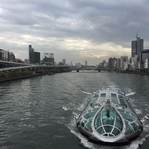剛抵達東京的那個下午,空氣微涼乾爽,松本零士設計的 Himiko 正要穿過跨越隅田川的吾妻橋,機器怪物般未來感造型,在這座現代化程度排名世界數一數二的城市裡,似乎也不那麼突兀了。