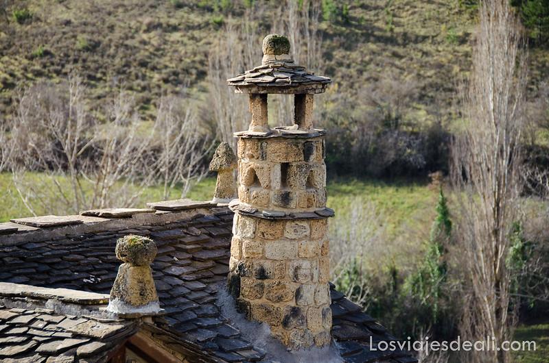 chimeneas típicas del Pirineo Aragonés en la Jacetania
