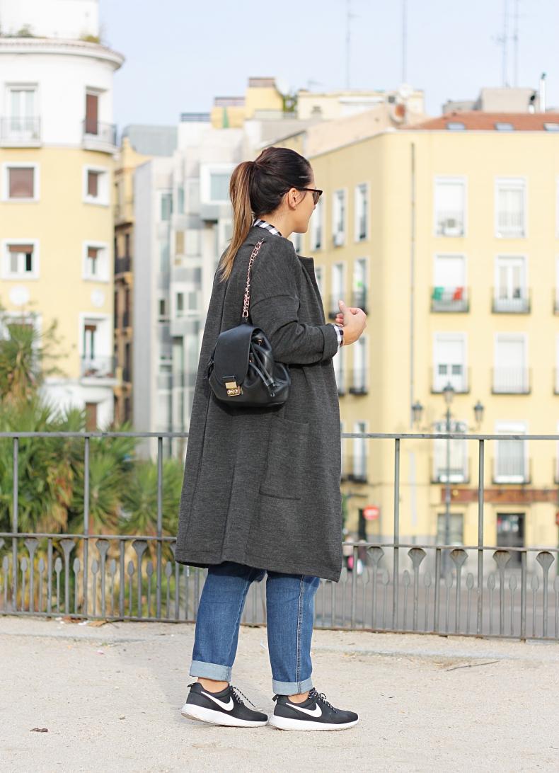 street_style-outfit-look_lady_mode-denim-dungaree-zara_daily-daniel_wellington-long_jacket