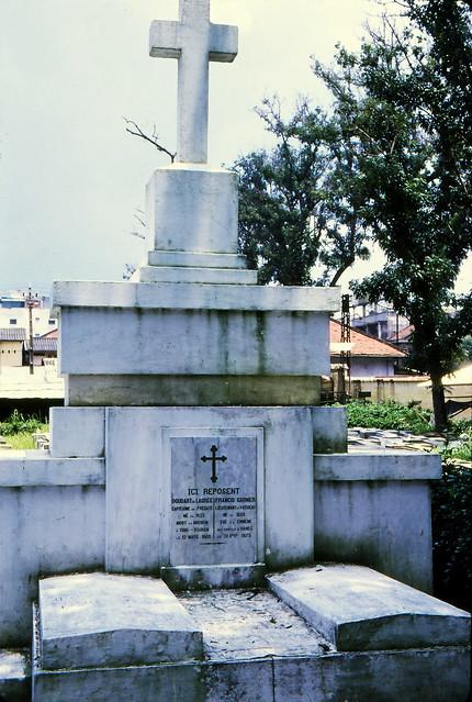 SAIGON 1970 - Mạc Đĩnh Chi Cemetery. Ngôi mộ chung của DOUDART DE LAGRÉE và FRANCIS GARNIER. Photo by Frederick P Fellers