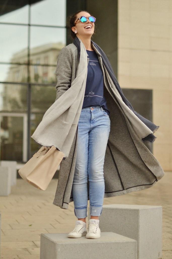 Cómo combinar un abrigo largo gris II