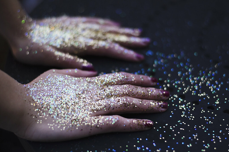 Glitter Hands on juliettelaura.blogspot.com