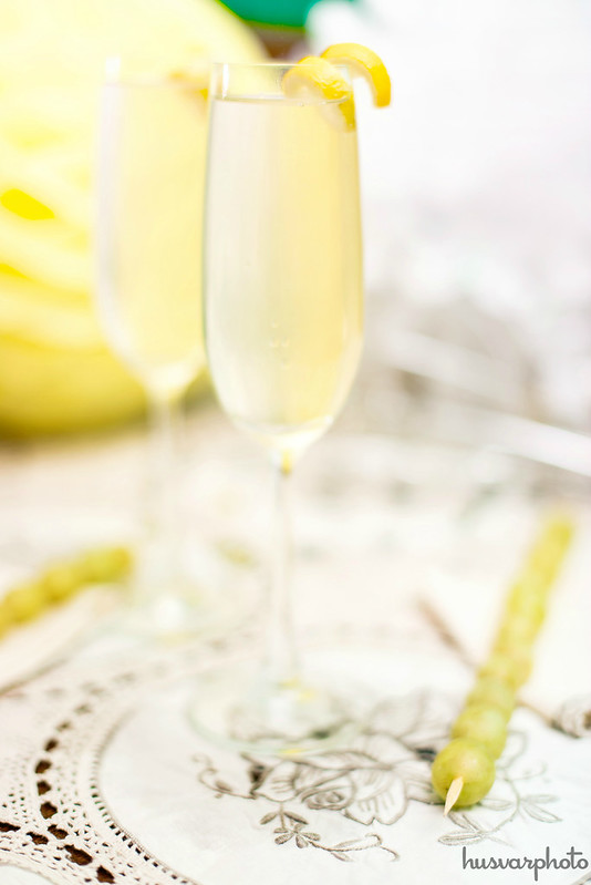 #SweetNLowStars in_the_know_mom las Doce Uvas De La Suerte French 75 cocktail