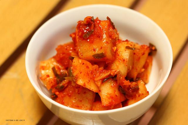Kimchi củ cải - Kkakdugi 01