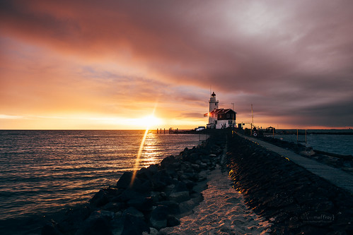 sea lighthouse nature water netherlands amsterdam sunrise canon fire availablelight bluehour 24mm fullframe paysbas marken 6d primelens skyporn eos6d ef24mm28isusm