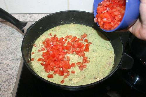 43 - Tomatenwürfel hinzufügen / Add tomato dices