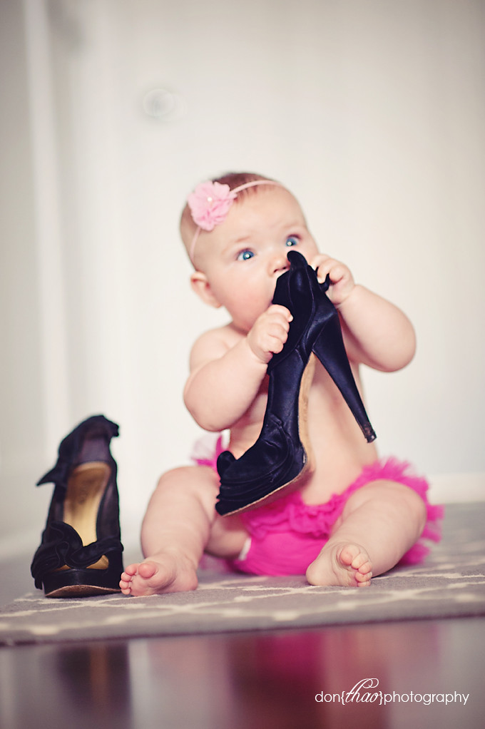 Hudsonville, Michigan baby photographer - baby girl with mommys shoes