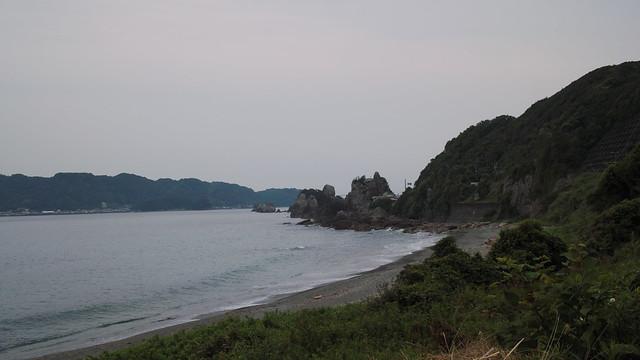 橋杭岩を望む