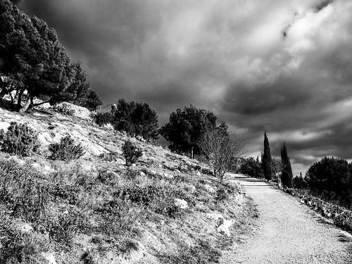 light sky bw storm blancoynegro noiretblanc path nb ciel lumiere chemin orage allauch