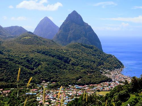 mountain berg montagne peak jungle caribbean stlucia soufrière westindies pitons petitpiton grospiton