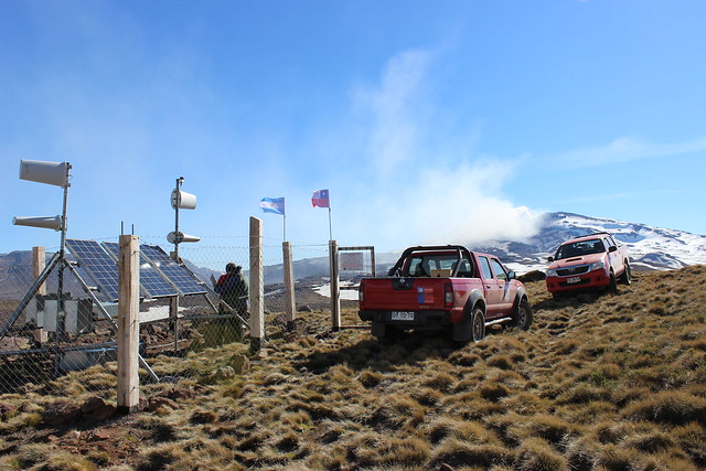 Instalación de equipos de monitoreo en el volcán Copahue (4)