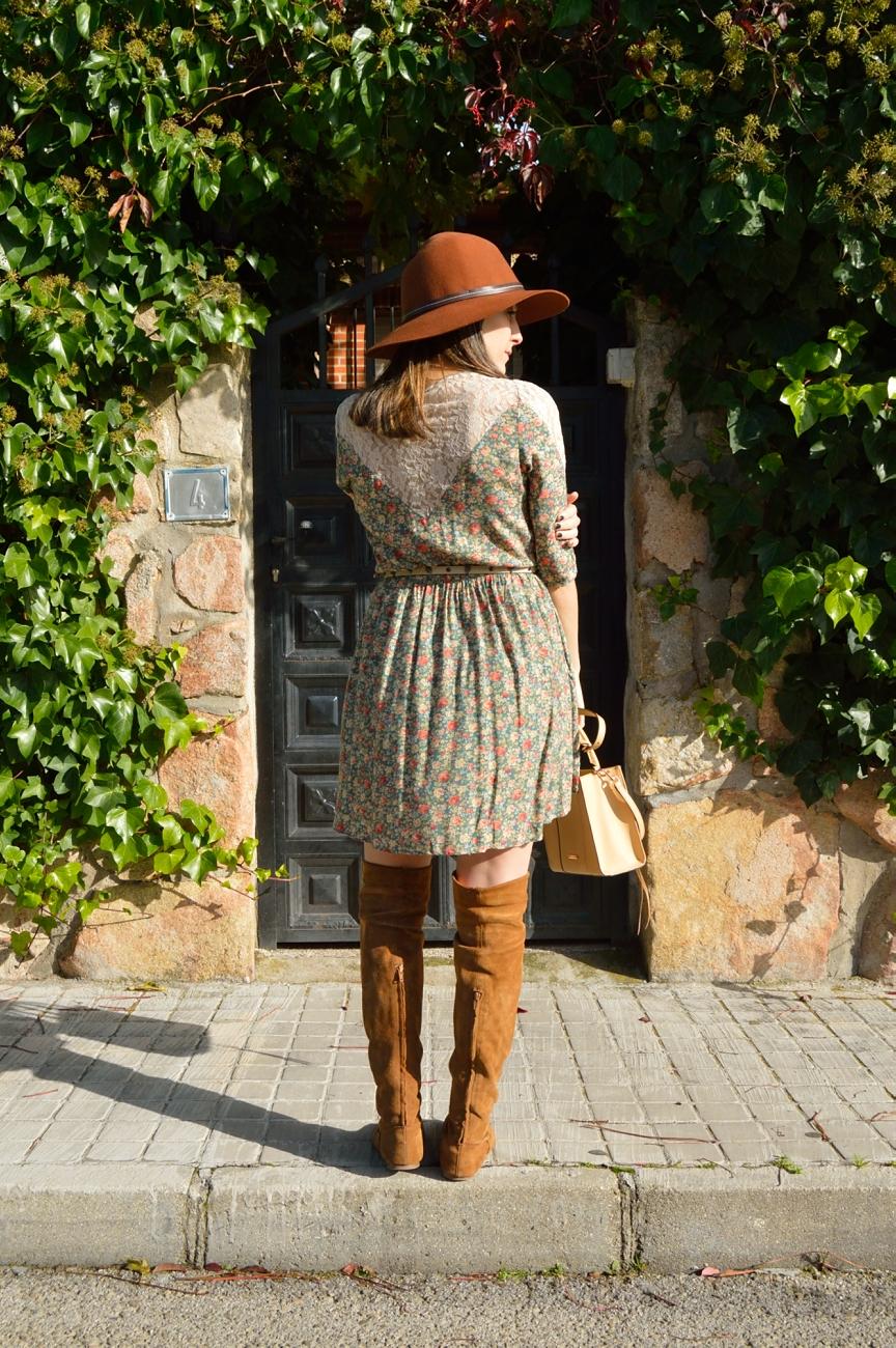 lara-vazquez-mad-lula-style-fall-flowers-dress