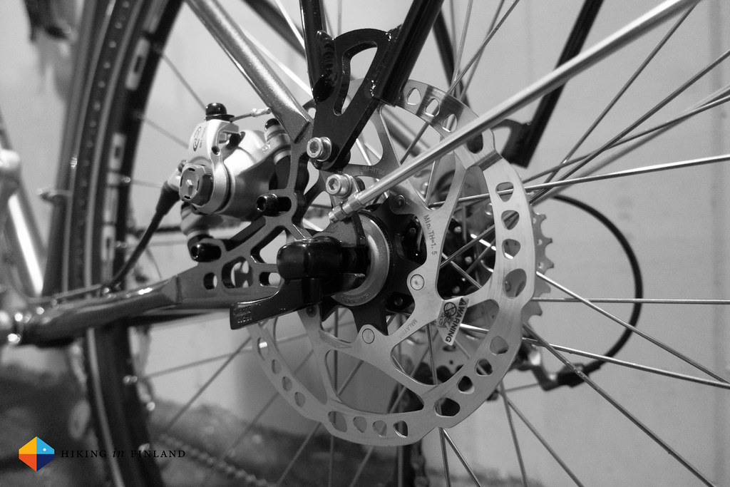 The Avid BB-7 disc brakes are super powerful