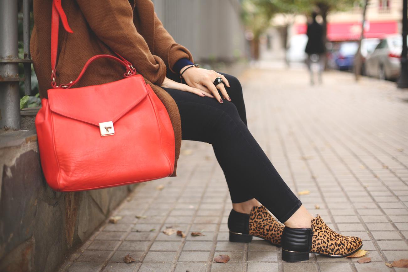 Camel Coat, Fedora Hat, Look, Autumn, Swarovski, clubmaster, red bag, leopard print, booties, sweater, abrigo de punto camel, botines de leopardo, bolso rojo