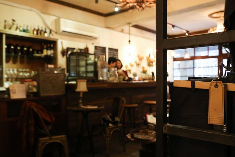 赤峰街骨董咖啡館赤峰街咖啡館臺北市大同區赤峰街49巷11號台北不限時間咖啡館雙連站咖啡館有網路WIFI插座可充電Modern Mode & Modern Mode Café