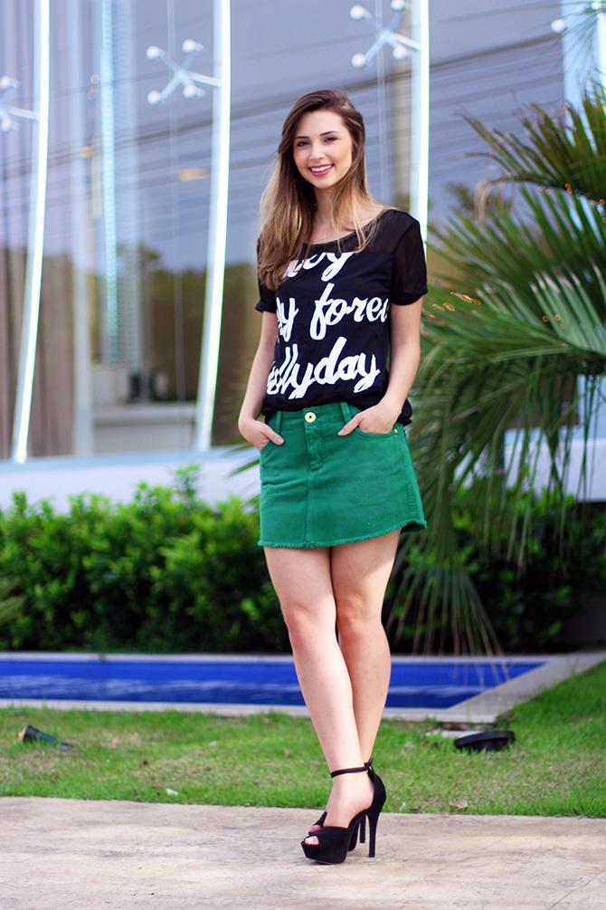 02-look saia jeans verde e blusa preta naguchi blog sempre glamour