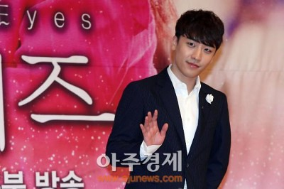 seungri_angel_eyes_press_conference_140403_2_008-400x266